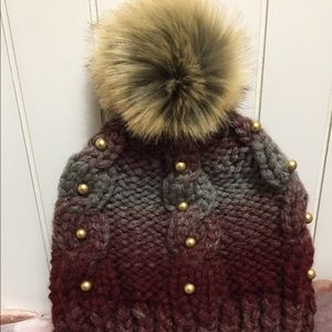 Accessories - Woman winter toque / hat /cap with pom pom